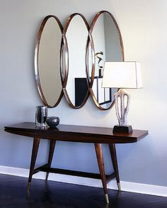 Love the oval mirror and herringbone wood floo. Love the oval mirror and herringbone wood floor. Modern Foyer, Mid Century Modern Decor, Mid Century Modern Furniture, Mid-century Modern, Contemporary Style, Design Entrée, Home Design, Mid Century Console, Herringbone Wood Floor