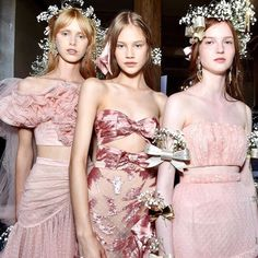 Kate and Laura Mulleavy presented their Spring 2018 Rodarte collection, the first since the sisters decamped to Paris couture week from New York Fashion Week. Couture Mode, Couture Fashion, Runway Fashion, Paris Fashion, Couture Week, Fashion Moda, Fashion Week, Fashion Show, Fashion Pics