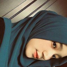 Hijaber Turki: Anggi Beautiful Model of Hijab From Semarang Beautiful Hijab Girl, Beautiful Muslim Women, Beautiful Models, Casual Hijab Outfit, Hijab Chic, Stylish Hijab, Hijab Collection, Hijab Tutorial, Selfie Poses