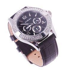 Zinzi horloge uno 2 heeft een zwarte wijzerplaat en een zwarte leren band, langs de rand van de wijzerplaat zitten swarovski kristallen. Het horloge is tot 50 meter waterdicht. uno2