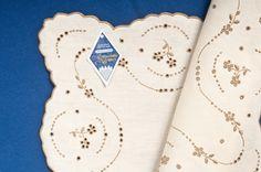 .: Casa Bordados da Madeira :. Loja de Artesanato Português: Bordados à Mão | Cerâmicas Pintadas à Mão | Fatos Regionais e Acessórios de Folclore