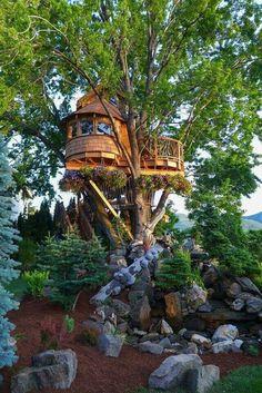 More ideas below: Amazing Tiny treehouse kids Architecture Modern Luxury treehouse interior cozy Bac Treehouse Living, Building A Treehouse, Treehouse Ideas, House Building, Beautiful Tree Houses, Cool Tree Houses, House Beautiful, Luxury Tree Houses, Cozy Backyard