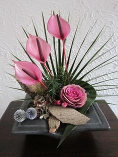You can now deliver flowers in noida and be not stressed over the delivery. You must give the destination contact where the flowers are to be delivered. Floral country send online flowers in noida as well as bouquets, soft toys, chocolates  and it take less time to deliver them, than your neighborhood florist. They guarantee that the flowers don't get wet or lose their quality and while being delivered. Visit- http://www.floralcountry.com/Send-flowers-to-noida