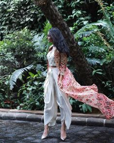 indian fashion Printed Cape Jacket with Classic Dhoti Pants can make you slay as a bridesmaid. Indian Bridesmaids, Bridesmaid Outfit, Indian Attire, Indian Wear, Indian Suits, Indian Tops, Indian Groom, Diwali Outfits, Diwali Dresses