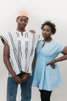 The Ghanaian Smock from Folkwear Patterns is a loose-fitting top sewing pattern that originates from northern Ghana, but is now popular around the world! Mens Sewing Patterns, Sewing Magazines, Embroidery Motifs, Loose Fitting Tops, Sewing Blogs, Sustainable Clothing, Smocking, Hand Weaving, How To Wear