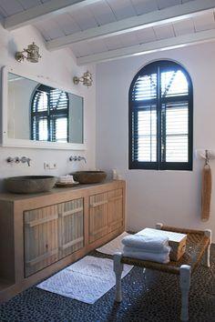 Inspiratie idee voor het plaatsen van een natuurstenen waskom van Teakea. Vanaf € 79, gratis verzending. www.teakea.nl.