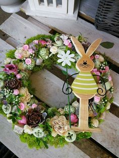 Easter Flower Arrangements, Easter Flowers, Easter Wreaths, Holiday Wreaths, Christmas Decorations, Easter Table Settings, Spring Projects, Easter Crafts, Happy Easter
