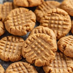 These Peanut Butter Cookies come together with only 5 ingredients! Get ready for the softest peanut butter cookies youve ever had! They also just so happen to be gluten-free! Healthy Peanut Butter Cookies, Chocolate Chip Shortbread Cookies, Chunky Peanut Butter, Easy Peanut Butter Cookies, Creamy Peanut Butter, Quick Cookies, Bar Cookies, Amazing Cookie Recipes, Cookies Ingredients