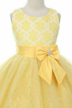 Flower Girl Dresses # :Sleeveless dress with Lace Top & Sparkly tulle skirt Girls Dresses Sewing, Little Dresses, Little Girl Dresses, Cute Dresses, Flower Girl Dresses, Toddler Dress, Baby Dress, Little Girl Fashion, Kids Fashion