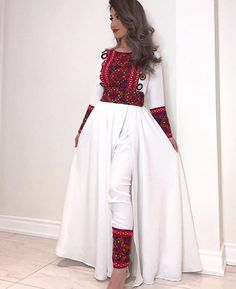 Clothing Clothing hair style for baby shower - Baby Hair Style Garba Dress, Navratri Dress, Pakistani Outfits, Indian Outfits, Look Fashion, Indian Fashion, Stylish Dresses, Fashion Dresses, Afghani Clothes