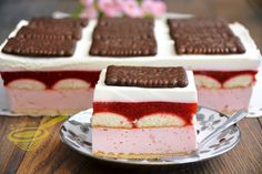 Unbaked strawberry cake with chocolate biscuits Cheesecake, Czech Recipes, Summer Cakes, Chocolate Biscuits, Polish Recipes, Homemade Cakes, Dessert Recipes, Desserts, Cake Cookies