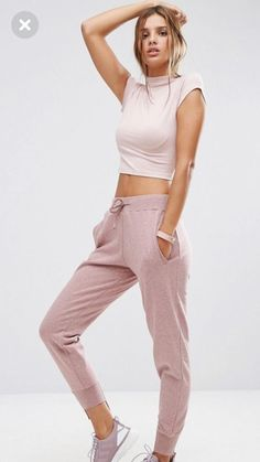 The athleisure trend has really taken over fashion during the past few years. And that means joggers aren't just for running or lounging around anymore. Get ready to step up your jogger game with a Sneakers Fashion Outfits, Sporty Outfits, Cute Outfits, Athleisure Trend, Jogger Pants Outfit, Girls Joggers, Models, My Style, Lady