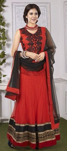 RED & BLACK - this combination is always on fire! Check out this bridal wear.  #Wedding #Lehenga #bride #IndianWedding