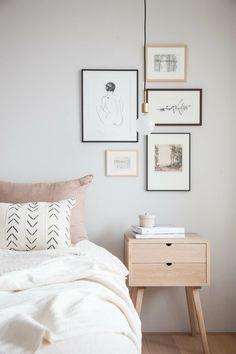 dormitorios de matrimonio, habitación en blanco de diseño simple con cuadros decorativos, pequeño armario de madera moderno