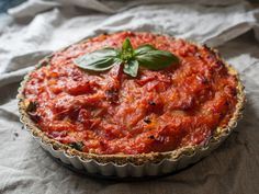 Savory Tart – Cooking – Cooking For Two Videos Vegan 99 Spicy Recipes, Healthy Recipes, Italian Recipes, Tarte Tartin, Cooking Tomatoes, Tomato Pie, Good Food, Yummy Food, Savory Tart