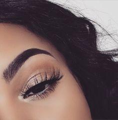 Gold eyeshadow makeup looks