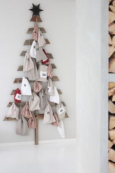 Unique Pallet Advent Unique Pallet Advent Calendar - Use old wood pieces to create a Christmas tree then hang 25 decorated bags as ornaments. This DIY project is perfect for farmhouse or rustic decor! Get this and 20 more ideas for advent calendars here. Pallet Tree, Pallet Christmas Tree, Christmas Love, Diy Christmas Gifts, All Things Christmas, Christmas Holidays, Holiday Fun, Christmas Decorations, Christmas Ornaments