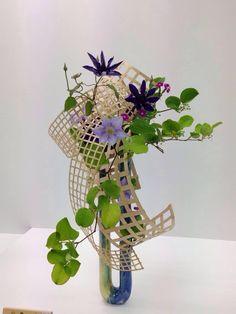 Contemporary Flower Arrangements, Creative Flower Arrangements, Ikebana Flower Arrangement, Church Flower Arrangements, Ikebana Arrangements, Floral Arrangements, Deco Floral, Arte Floral, Flower Show