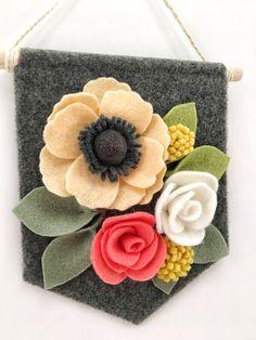 Fuoriporta, fiori,feltro e pannolenci/ Mini Felt Floral Banner Apricot & Coral Floral