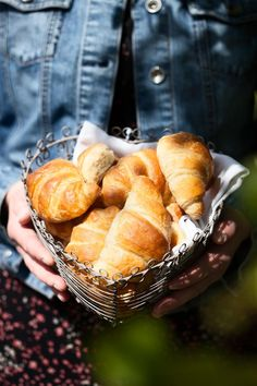 Voisarvet // Croissant Food & Style Emilia Kolari Photo Satu Nyström Maku www. Sweet And Salty, Healthy Baking, Pretzel Bites, Croissant, Bakery, Snack Recipes, Chips, Bread, Easy