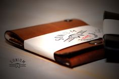 SONIUM leather goods dyed with brown ink 100% Portuguese.