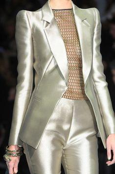 Armani Prive Love this suit…. a little more opaque blouse would be nice. Armani Prive Love this suit…. a little more opaque blouse would be nice. Suit Fashion, Look Fashion, High Fashion, Fashion Dresses, Womens Fashion, Fashion Design, Trendy Fashion, Armani Prive, Couture Fashion