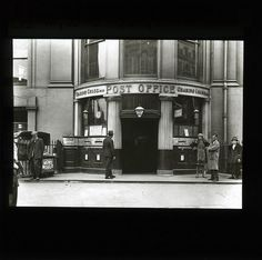 Charing Cross B. Newspaper Stand, Reading Post, London Pictures, Vintage London, British History, Post Office, Doorway, Columns, Lantern