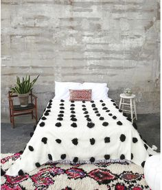 'DALMATIAN' POUF BERBER WOOL BLANKET | Maven Collection