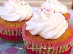 Cupcakes con Merengue Suizo de Algodón de Azúcar