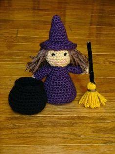 Little Witch Doll - Free Amigurumi Pattern here: http://sanitybystitches.blogspot.de/2014/10/little-witch-pattern.html ༺✿ƬⱤღ http://www.pinterest.com/teretegui/✿༻