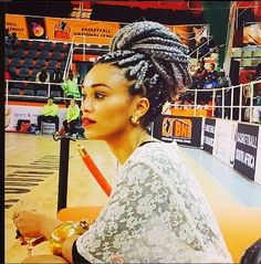 Pearl Thusi is heating up social media platforms with her new hairstyle! Box braids!