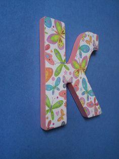 Буква имени может стать оригинальным подарком на день рождения или украсить интерьер комнаты. Буква оформленная в стиле декупаж, покрашена акриловыми красками. Возможен дополнительный декор, выбор цвета и стиля.