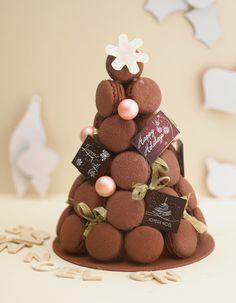 Chocolate macarons by NodaMMohamed Macaron Cake, Macaron Cookies, French Wedding Cakes, Macaroon Tower, Christmas Sweets, Christmas Tree, Macarons Christmas, French Macaroons, Cookie Gifts