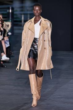 David Koma Spring 2020 Ready-to-Wear Fashion Show - Vogue Indie Fashion, Fashion 2020, Fashion Week, Love Fashion, Runway Fashion, High Fashion, Fashion Brands, Seoul Fashion, London Fashion