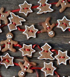Ciasteczka świąteczne jako łańcuch np. na choinkę fot. pinterest.com