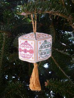 Blackwork pattern, 3D Christmas Ornament.  Instantly download the digital file.