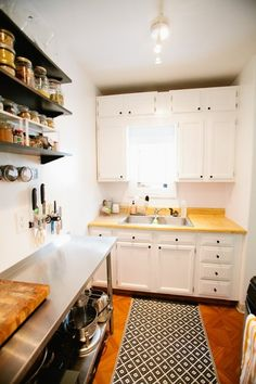 Often, living in a small space means dealing with a nearly minuscule kitchen. I couldn't help but be inspired by the myriad ways in which this year's crew of Small Cool entrants made the most of their small cooking spaces. Read on for lots of ideas for making a small kitchen work for you.