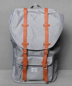 Neu im Shop: Herschel Little America Backpack in Grey - http://www.numelo.com/herschel-little-america-backpack-p-24512746.html #herschel #littleamericabackpack #taschen #numelo