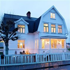 Modern Rustic Scandinavian House And Interior: Rustic Scandinavian House In Black And White Eksterior Scandinavian House, Sweden House, Dutch Colonial, Exterior Design, Exterior Siding, Old Houses, Beautiful Homes, House Plans, Home And Family