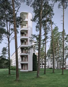 Brunner Sanina - Architect - Alvar Aalto - Paimio Sanatorium - Paimio - Finland - 1933 - photo by Fabrice Fouillet Alvar Aalto, Building Art, Building Facade, Architecture Details, Landscape Architecture, Chinese Architecture, Futuristic Architecture, House Architecture, Helsinki