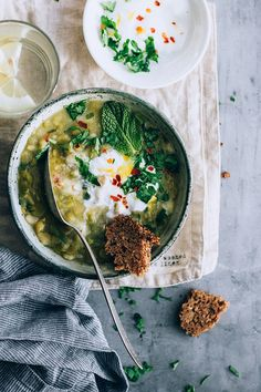 Vegetarian split pea soup ready in less then 30 mins #splitpea #vegetarian #detox #foodstyling #foodphotography | TheAwesomeGreen.com