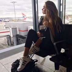 "1,875 curtidas, 9 comentários - AGATHA ❤ (@agathavpw) no Instagram: ""Airport style #inspo Perth ✈️ Sydney for #MBFWA with #AMPCapital"""