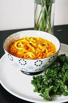 Currysoppa med grönsaksnudlar
