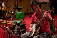 Grabación de banjo. Lawrie Minson, guitarist. Enrec Studio. Tamworth. Australia. Photo by jaimeroldan, via Flickr  Más info:  http://www.jaimeroldan.com  http://www.cancionesenbuscadeartistas.com