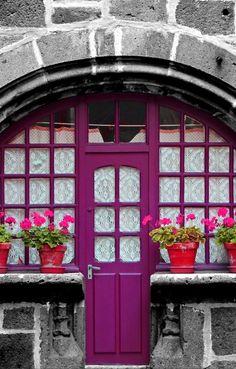 Lovely door in France Cool Doors, Unique Doors, Entrance Doors, Doorway, Grand Entrance, Door Knockers, Door Knobs, Purple Door, When One Door Closes