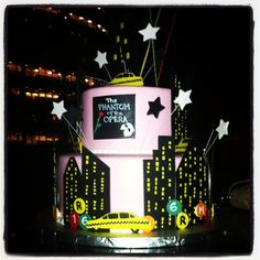 New York City.  The city that never sleeps... NYCbyNight-themed cake