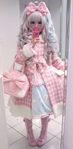 "Harajuku, also known as the ""Lolita"" look worn by some Japanese teenage girls. Japanese Street Fashion, Tokyo Fashion, Harajuku Fashion, Kawaii Fashion, Lolita Fashion, Cute Fashion, Harajuku Style, Harajuku Japan, Visual Kei"
