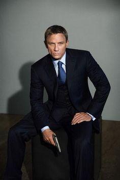 Daniel Craig - a suit and a gun.... Sexy
