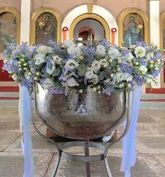 Fleurs trikala Baptism Decorations, Party Decoration, Greek Wedding, Baby Christening, Kirchen, Flower Arrangements, Catholic, Backdrops, Arts And Crafts