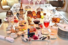 Moscow - city of tea or drink in the capital where the five o'clock tea With his samovar